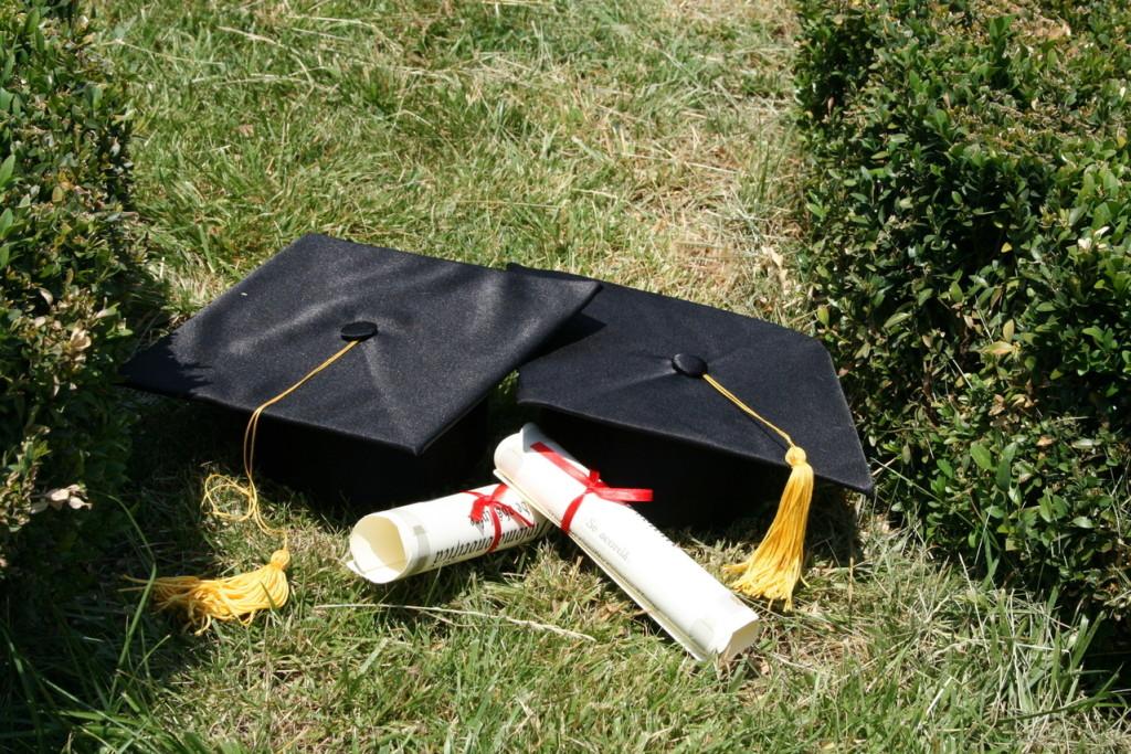graduation-2-1412650-1279x853