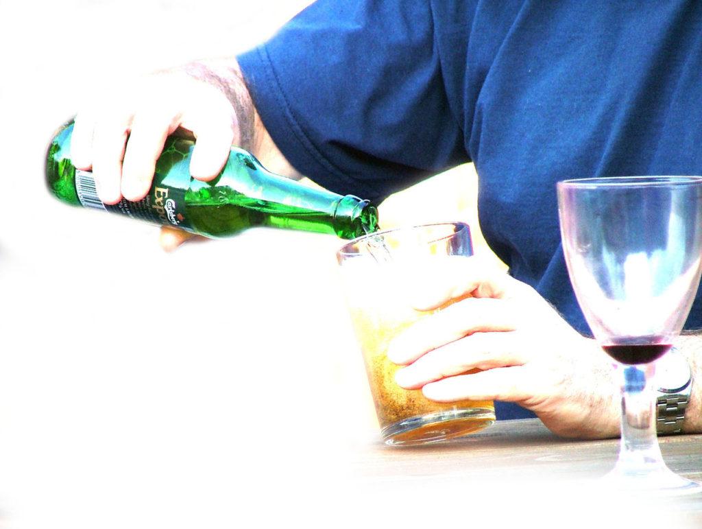 pour-drink-1498183-1278x962